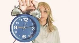 「遅ればせながら」と「遅まきながら」の意味と使い分けは?