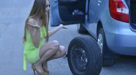 ジャッキアップ不要!車のタイヤをパンク修理剤で応急処置した話。